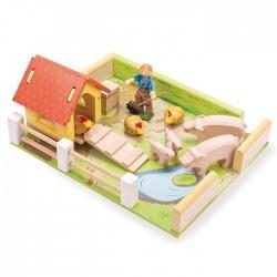 Hog 'n' Hen House with farm boy